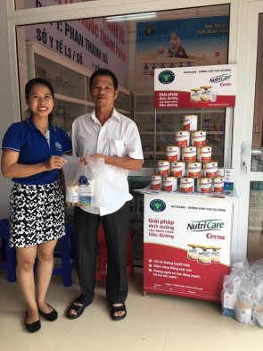 NUTRICARE tổ chức khám, tư vấn, tặng quà cho các gia đình chính sách ở Lạng Sơn.