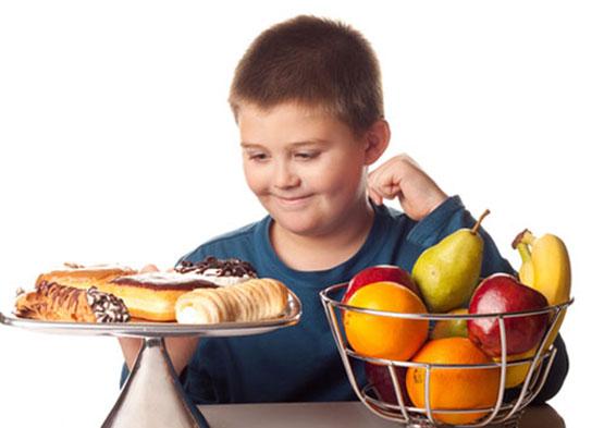 Tập Cho Trẻ Cách Ăn Vặt Khoa Học